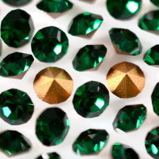 Strass Mc Chaton Optima Preciosa art. 431 11 111 base conica Emerald SS14,5  3,50mm